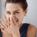 治りにくい口臭のニ大原因!プラークを溶かし除菌する方法