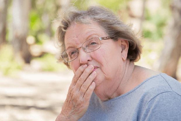 おばあちゃんの息が臭い