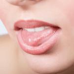 「舌が白い」人がどうやって「ピンク色」の舌にするのか?