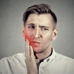 歯根がヒビ割れて口臭が…歯根破折の原因と対策