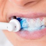 電動歯ブラシの方がよく磨ける!?歯磨きで大切なのはブラッシング方法