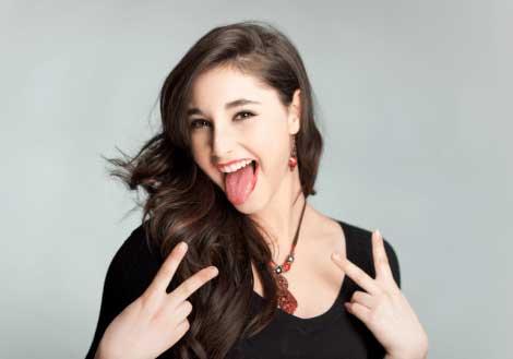 舌が白い人と白くない人5つの違い!舌苔ができる原因・取り方・予防